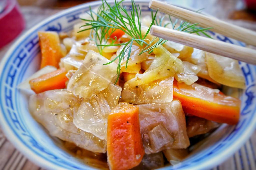 Weißkohl gedünstet mit Möhren und Schweinefilet